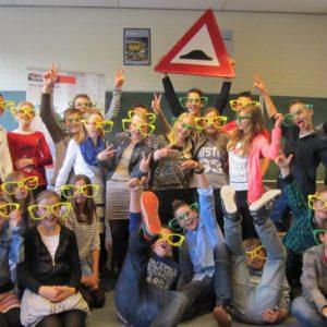 Gekke groepsfoto leerlingen na verkeerseducatieles Team Alert