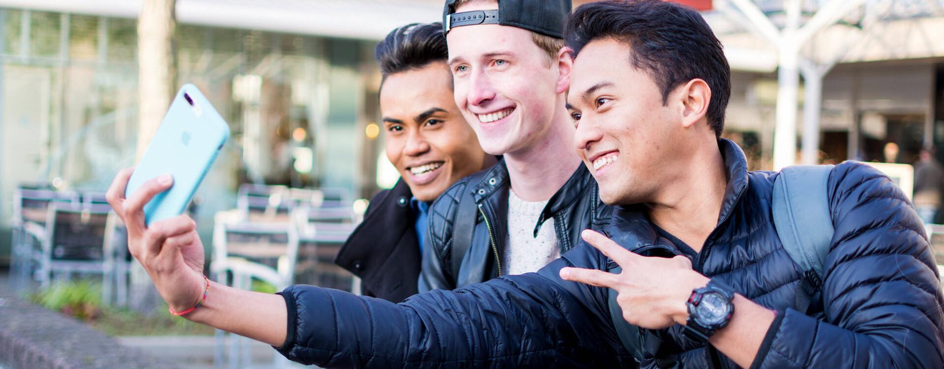 Jongeren maken selfie