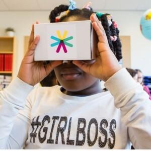 foto van meisje met VR bril